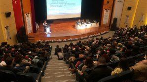 """Vali Nayir """"Hemşirelikte Güncel Yaklaşımlar Kongresi""""ne Katıldı"""