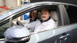 Bakan VARANK;Toyota fabrikasında 'Corolla Sedan Hybrid' modelini inceledi.