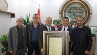 Baro Başkanı Burak'a 'Misak-ı Milliye Beyannamesini' içeren tablo hediye ettiler