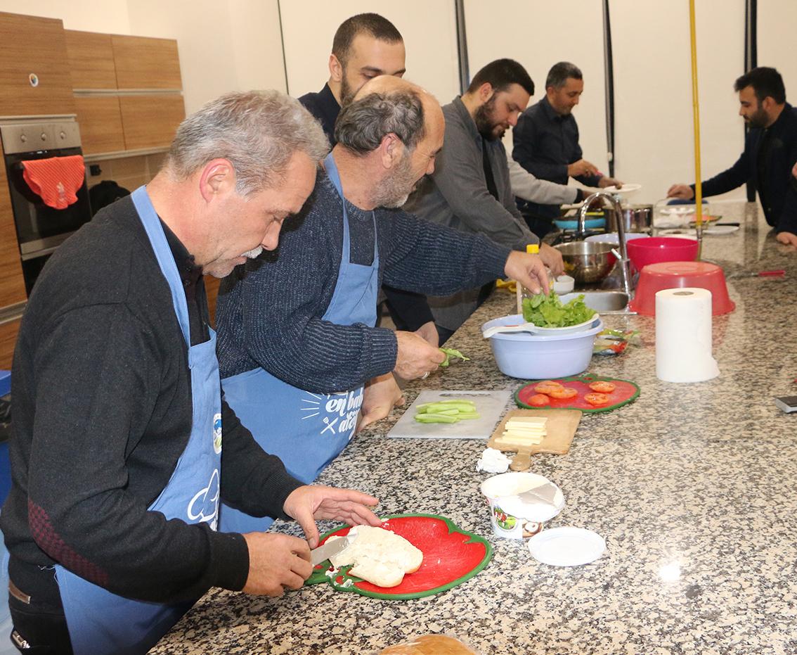 En Baba Atölye 'Mutfakta Erkek Var' isimli dersle devam etti.