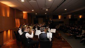 Kent Orkestrası'nın sahne performansı ayakta alkışlandı.