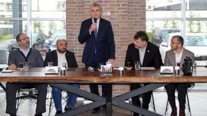 Ekrem Yüce,Sakarya'da faaliyet gösteren STK'ların yöneticileri ile bir araya geldi.