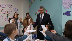 Başkan Adayı Ekrem Yüce,karne alan öğrencileri tebrik etti
