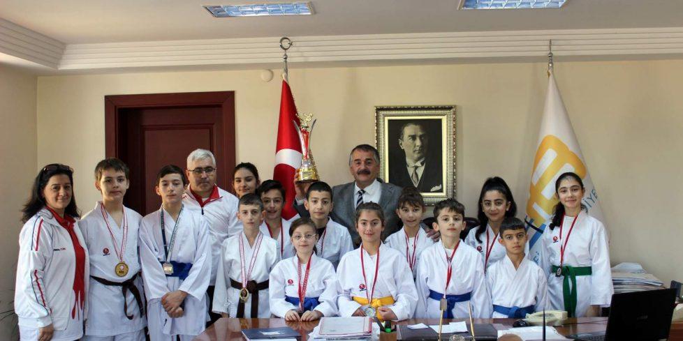 Arifiye Ayyıldız Kulübü,Başkan İsmail Karakullukçu'yu ziyaret etti