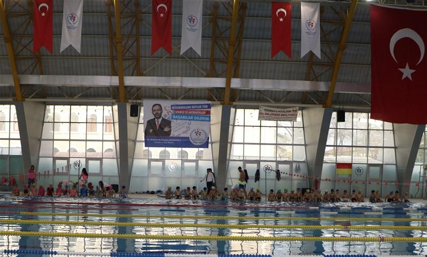 370 öğrenciye yüzme eğitimi verildi.