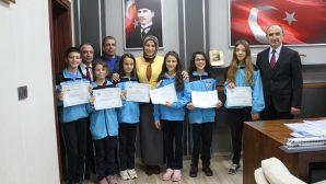 Şampiyon Öğrencilere Kutlama