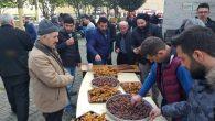 Arifiye Dörtyol Ulu Cami'nde zemzem ve hurma ikramı yapıldı.