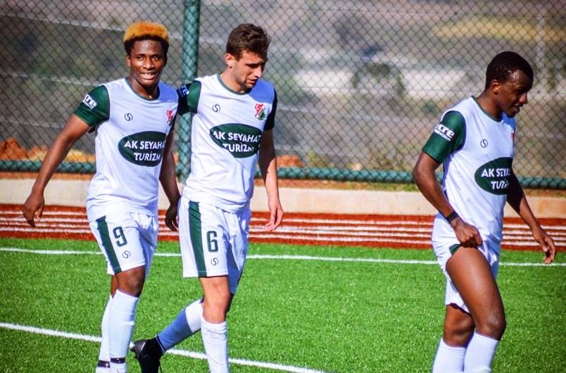 Kışlaçayspor'un Nijeryalı oyuncusu Boluspor U21 takımı ile antrenmanlara  çıkıyor. | Arifiye Haber