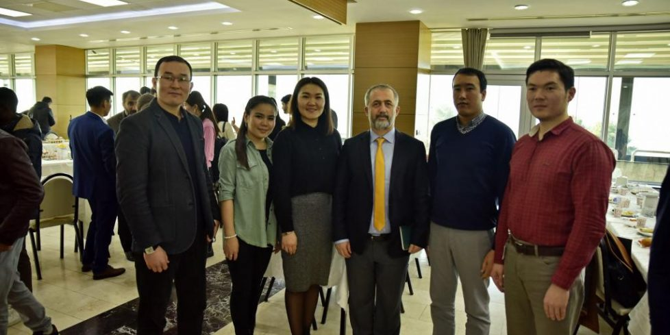 Rektör Savaşan Uluslararası Öğrencileri Dinledi