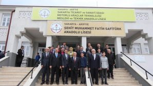 Vali Ahmet Hamdi Nayir'den Arifiye'de Liselere ziyaret