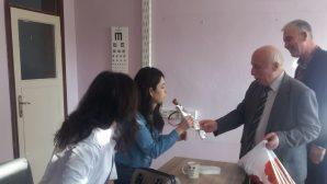 Hacıköy İlkokulu'nda Bayanlara Karanfil