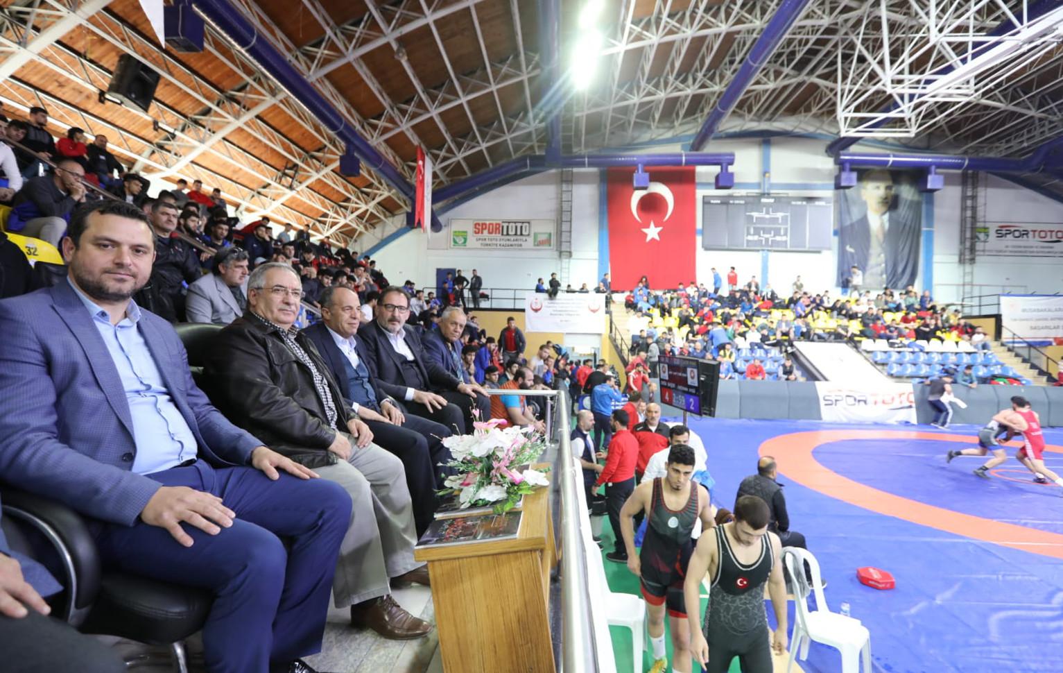 Vali Nayir Güreş Şampiyonasını İzledi
