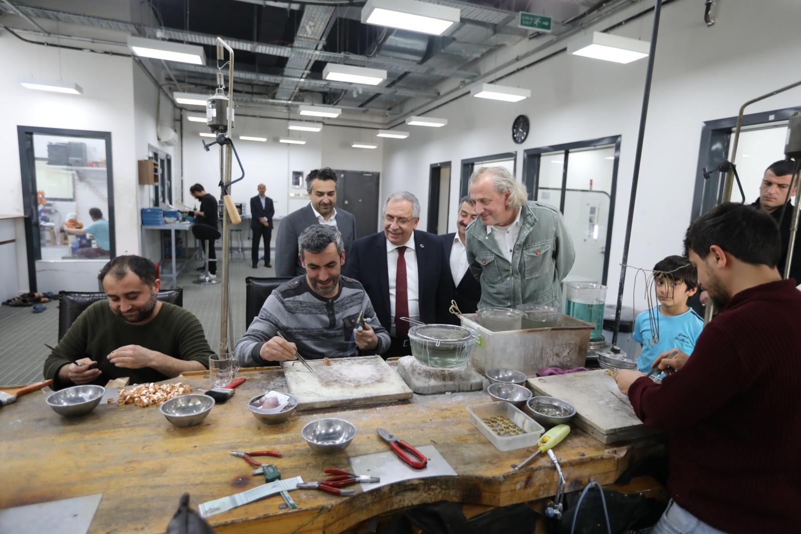 Vali Nayir, Arifiye 1. OSB'de Güleryüz Kuyumculuk Fabrikasını inceledi