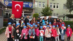 Bekir Sıtkı Durgunun Minikleri Polis Amcalarını Unutmadı