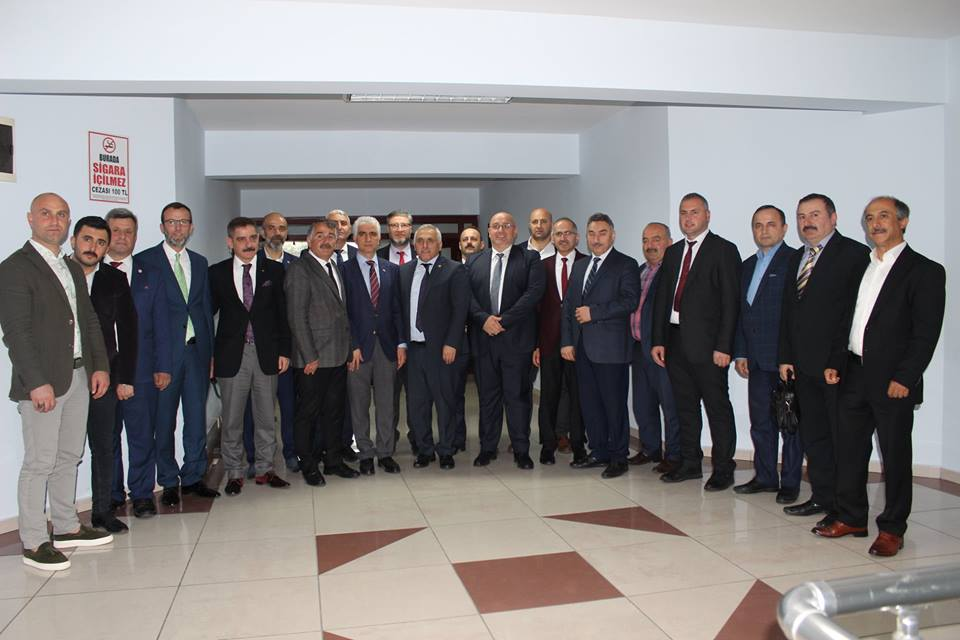 Başkan Karakullukçu'yu tebrik ettiler.