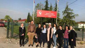 Sağlık çalışanları Arifiye'de çocukları sevindirdi