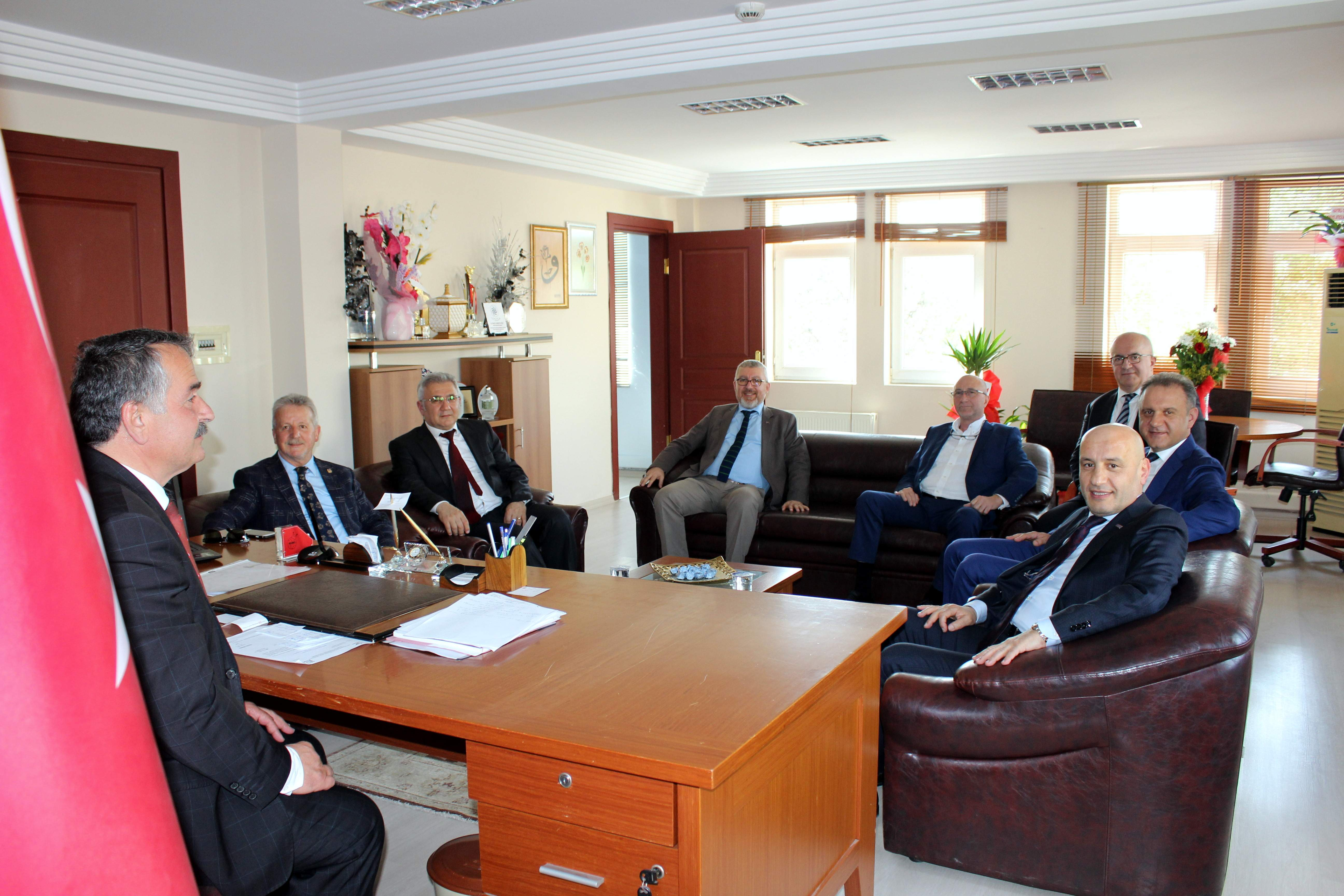 1.Organize Sanayi Bölgesi Yönetimi Başkan Karakullukçu'ya Hayırlı olsun dediler