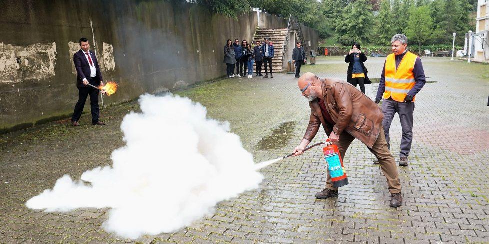 """SAÜDAK """"Temel Afet Bilinci"""" ve """"Yangınlara Müdahale"""" eğitimlerini tamamladı."""
