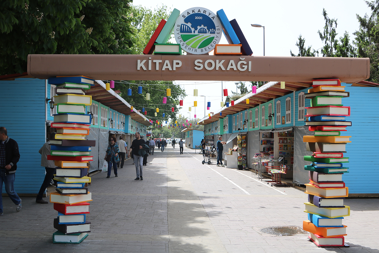 Ramazan Kitap Sokağı Bulvar'da