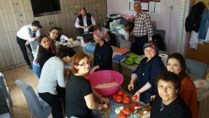 Hacıköy'de Öğretmenlerden Öğrencilerine iftar sofrası