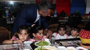 Başkan Burak mülteci ailelerle iftarda bir araya geldi