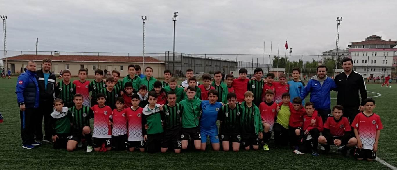 Sakarya Gençlik Merkezi Spor Kulübü Futbol Takımı Türkiye'de Son 8 Takım arasına kaldı