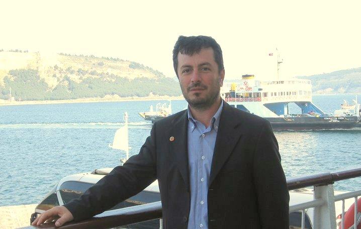 Ak Parti Arifiye İlçe Yöneticilerinden Fahri Harmancı hayatını kaybetti.