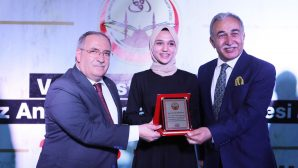 Vali Mustafa Büyük Kız Anadolu İmam Hatip Lisesinde Mezuniyet Heyecanı Yaşandı