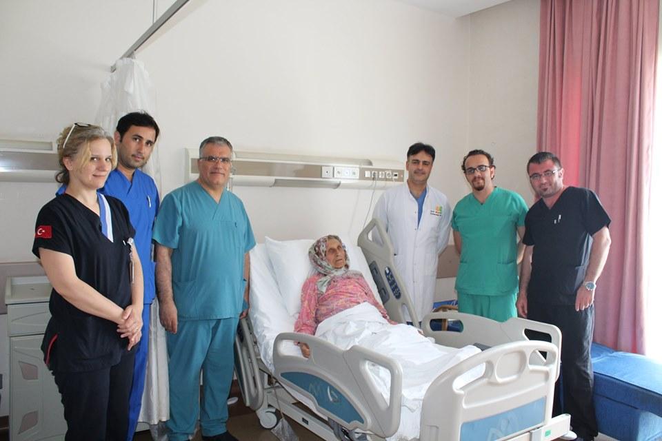 97 yaşındaki yaşlı kadın SAÜEAH'da şifa buldu