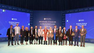 SAÜ'de Akademik Yükselme ve Bilim İnsanı Ödülleri Töreni