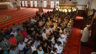 Mursi için Kampüs Camii'nde gıyabi cenaze namazı kılındı.