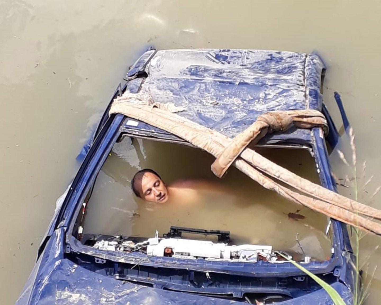 Mollaköy Mahallesi Sakarya Nehri'nde arama kurtarma tatbikatı gerçekleştirildi.