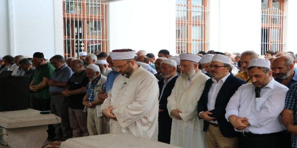 Muhammed Mursi için Sakarya'da gıyabi cenaze namazı kılındı.