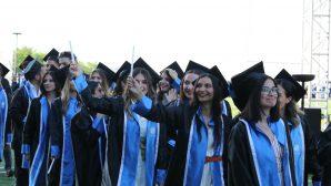 İşletme, Siyasal Bilgiler, Hukuk ve Fen-Edebiyat fakültelerinde mezuniyet törenleri