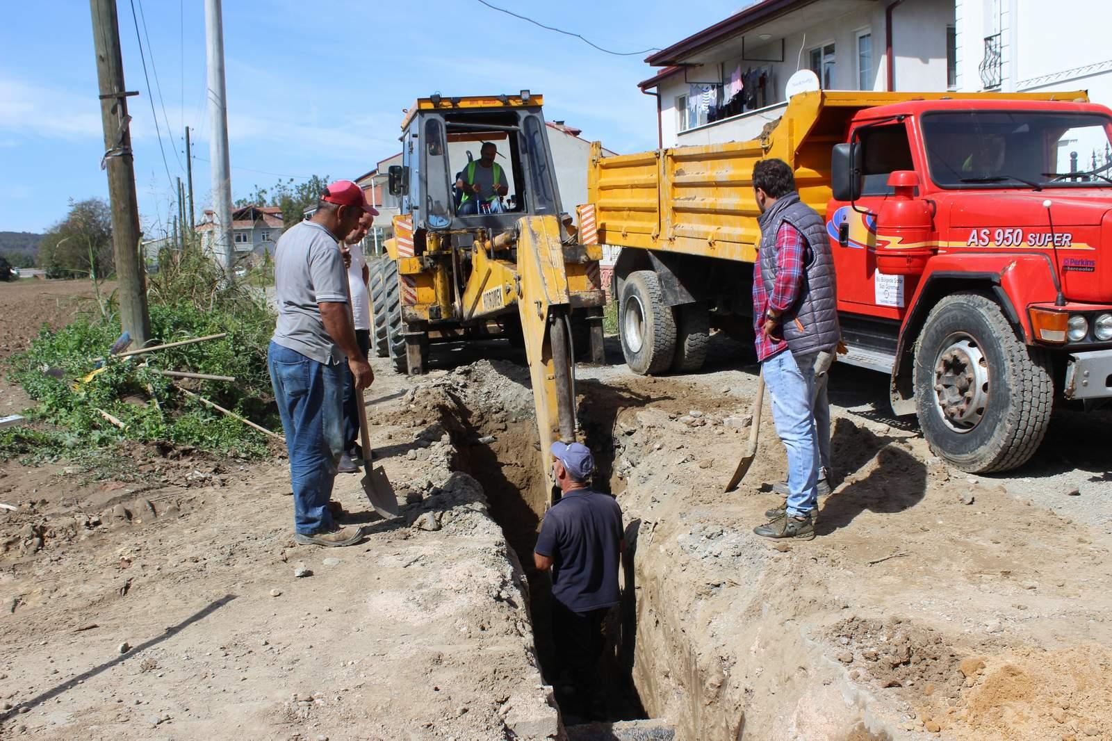 Arifiye'de  Yağmur Suyu Kanalı Çalışmaları Devam Ediyor…
