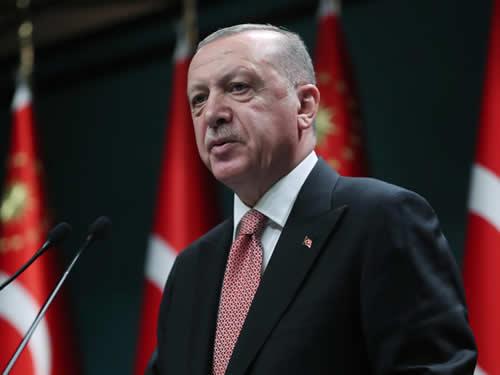 'Türkiye bugün yeni bir diriliş mücadelesi veriyor.'