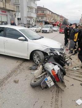 Otomobil ile motosikletin çarpışması:1 yaralı