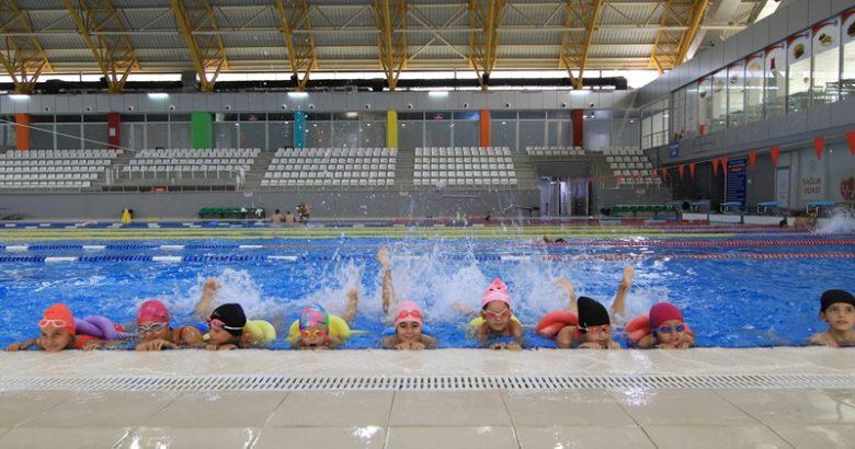Haydi Gençler Yüzmeye