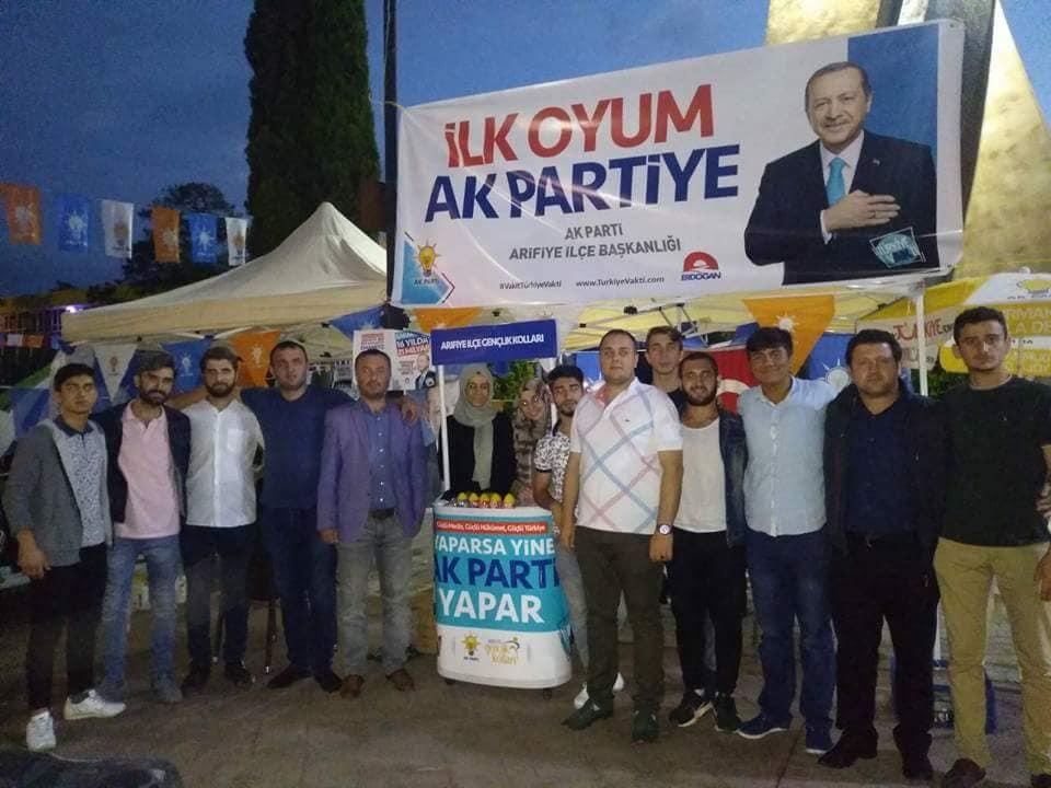 AK Parti Arifiye standına yoğun ilgi