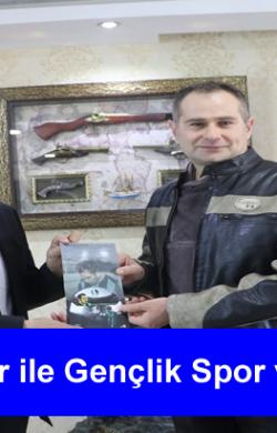 Sakarya Gençlik Spor İl Müdürü Arif Özsoy'u makamında ziyaret etti.