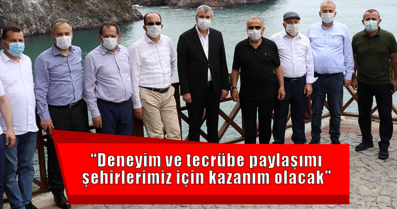 Ordu Büyükşehir Belediye Başkanı Hilmi Güler'in ev sahipliğinde düzenlenen Büyükşehir Belediye Başkanları toplantısına katıldı.