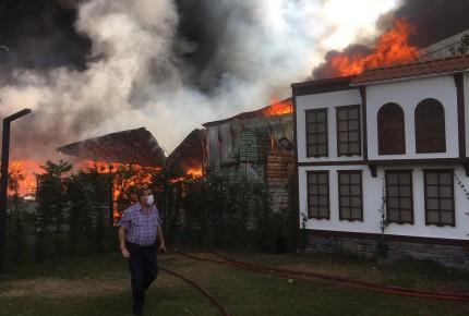 Market deposunda yangın