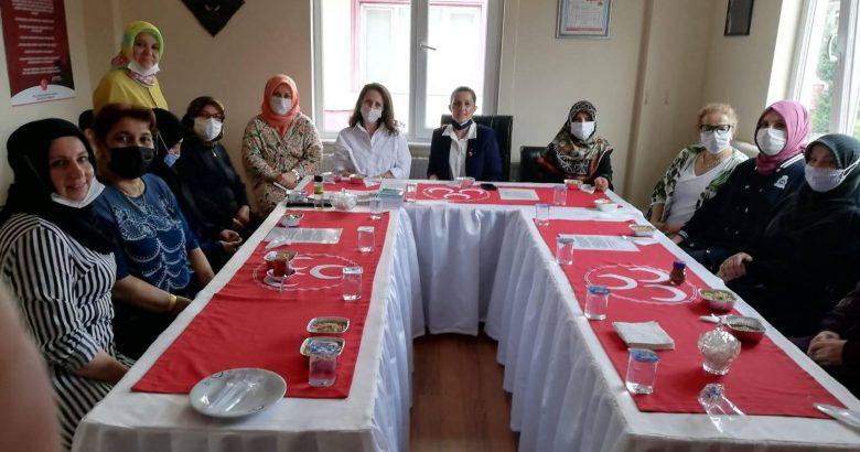 MHP Arifiye Kadın Kollarından Aşure ikramı