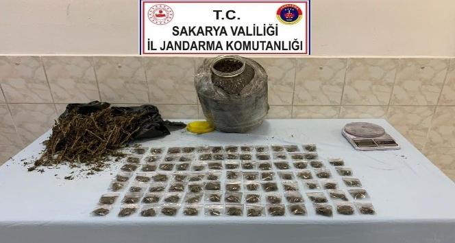 1 kilo 900 gram kubar esrar ele geçirildi.