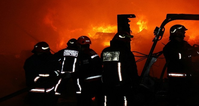 Ambalaj fabrikasında çıkan yangın korkuttu