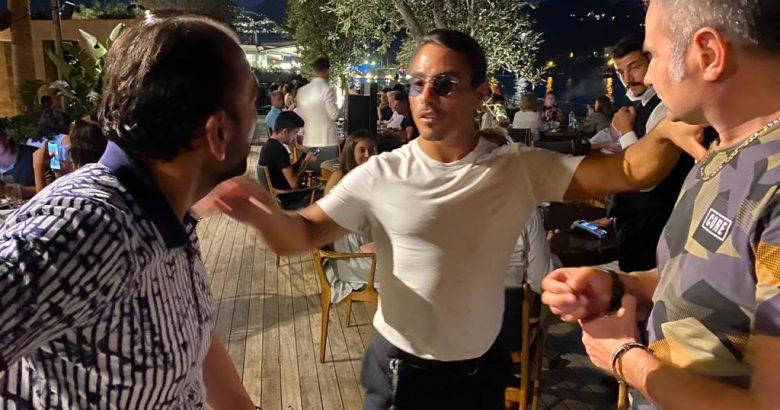 Dünyaca ünlü Nusret'te Akif Yener'i dinliyor…