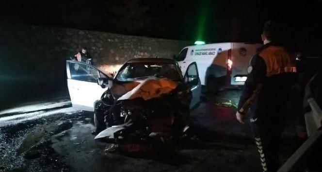 D-100'de kaza: 1 ölü, 2 yaralı