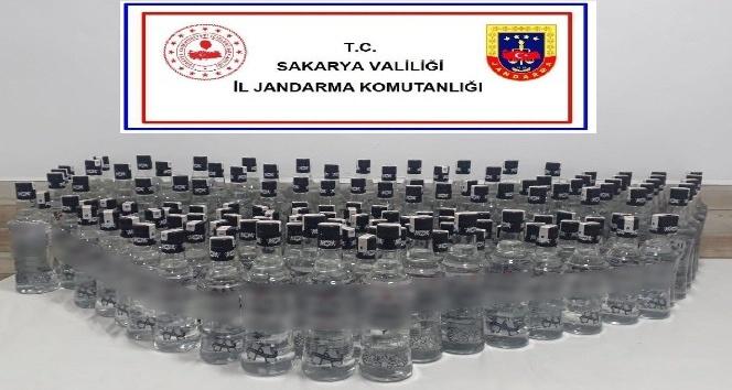 Jandarma 140 şişe sahte rakı ele geçirdi