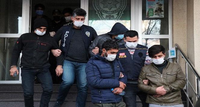 TEM'de yakalanan  göçmenler sağlık kontrolüne çıkarıldı