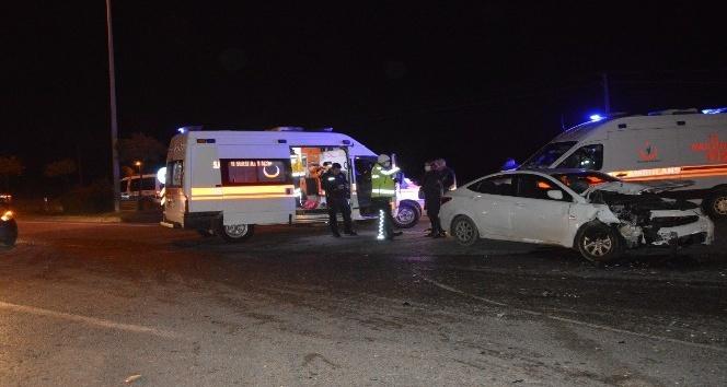 Arifiye'de kaza: 2 kişi yaralandı